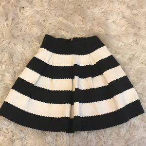 Structured black and white skirt